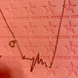 Jewelry - Gold heart beat necklace
